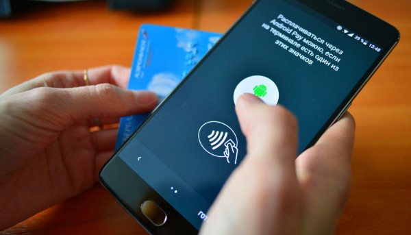 Android Pay работает с NFC-чипом